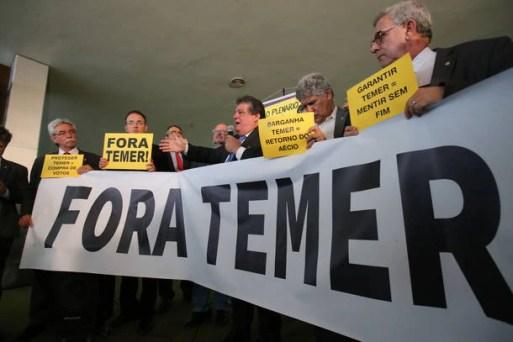 Resultado de imagem para Oposição monta plenário paralelo para tentar adiar votação