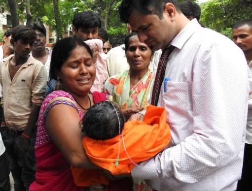 Crianças morrem por falta de oxigênio na Índia
