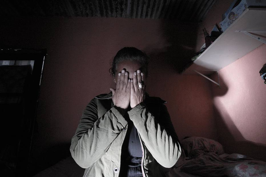 'Não fui carrasca', desabafa mãe que acorrentou filha para impedir uso de crack