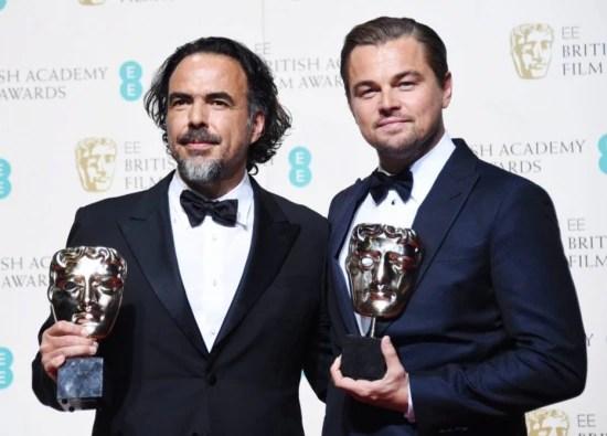O diretor Alejandro Gonzalez Inarritu e o ator Leonardo DiCaprio, vencedores do Bafta