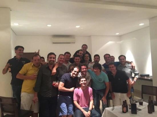 Amigos se reúnem para comemorar a volta de Arnaldo em Ribeirão, no dia seguinte do seu retorno depois de seis meses preso em Miami