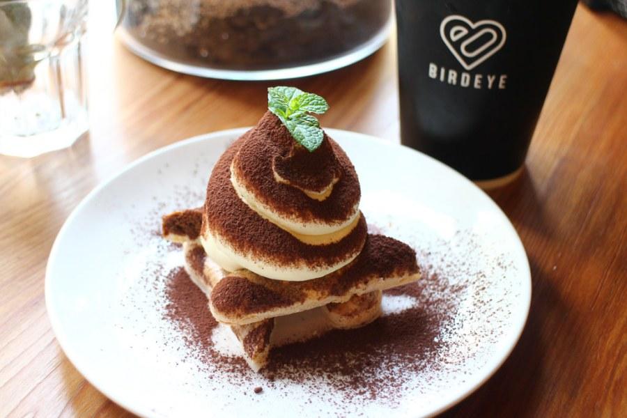 台南 造型前衛的提拉米蘇,來份帶點酒香的大人味吧! 台南市東區|Birdeye Espresso被愛咖啡