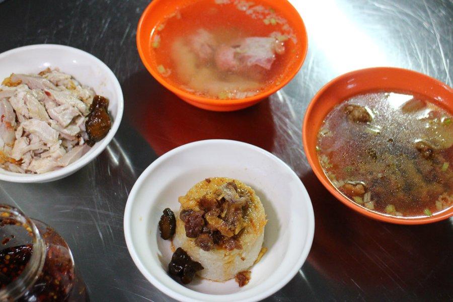 嘉義 晚上微餓?文化路宵夜場來碗飯配個湯份量剛剛好 嘉義市東區 張火雞肉飯