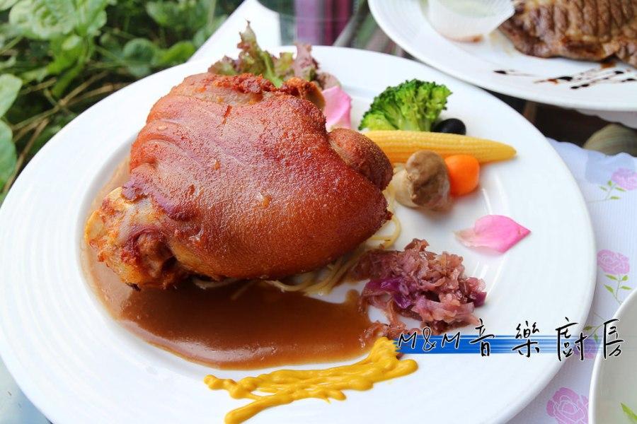 台南 讓人印象深刻的德國豬腳,表皮烤的酥香中層肥彈至極,讓人心醉的美味豬腳 台南市中西區|M&M音樂廚房