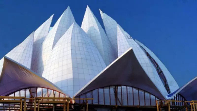 pollution turns lotus temple