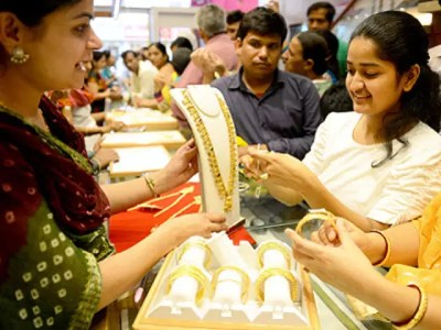 indians doesnt want to buy anythin for fashion except gold and ornaments - crazy indians dying for gold - tnilive - telugu news international