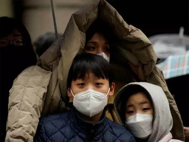 Thousands wait for hospital beds in South Korea as coronavirus ...