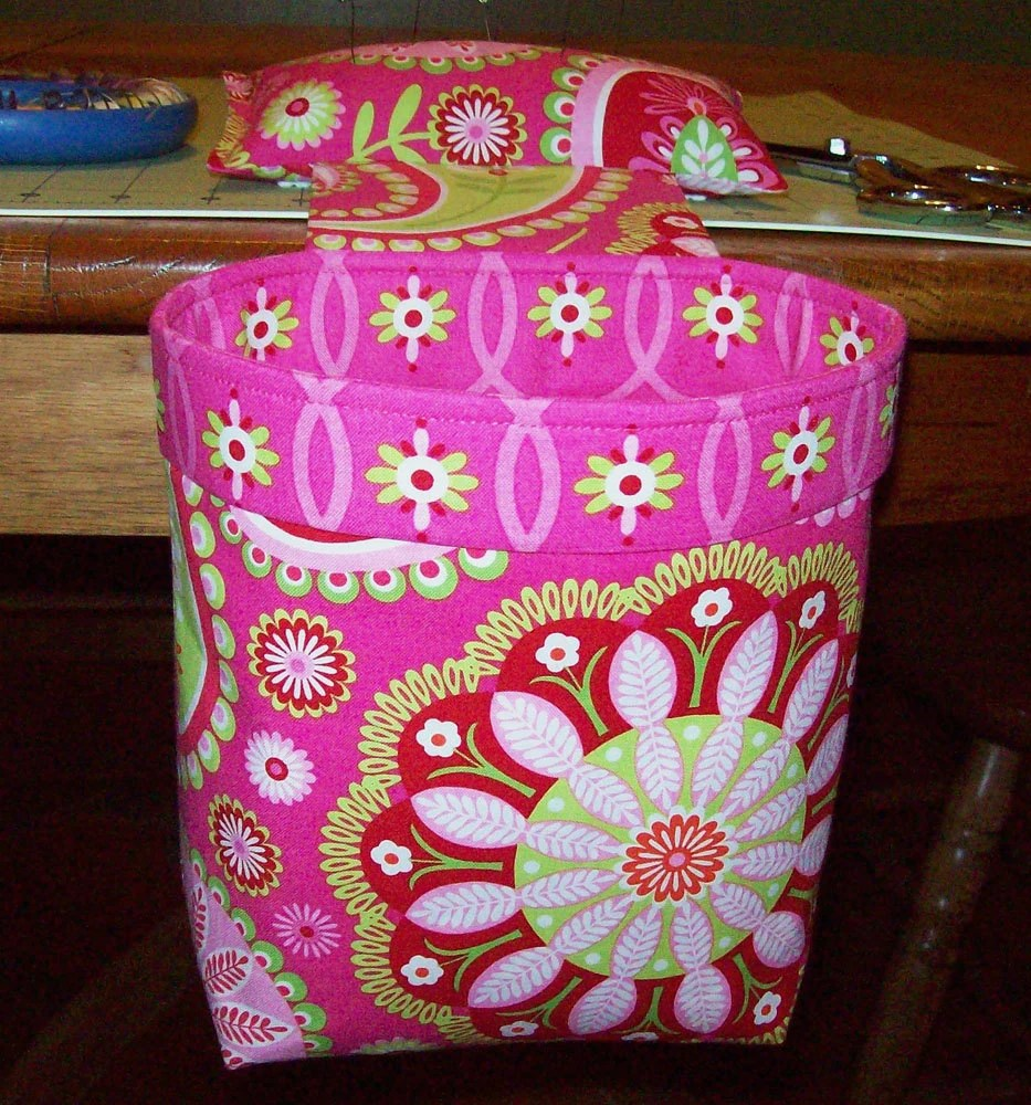 Thread Catcher Scrap Caddy Pin Cushion With Rubberized