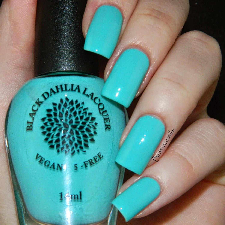 teal hydrangea crelly nail