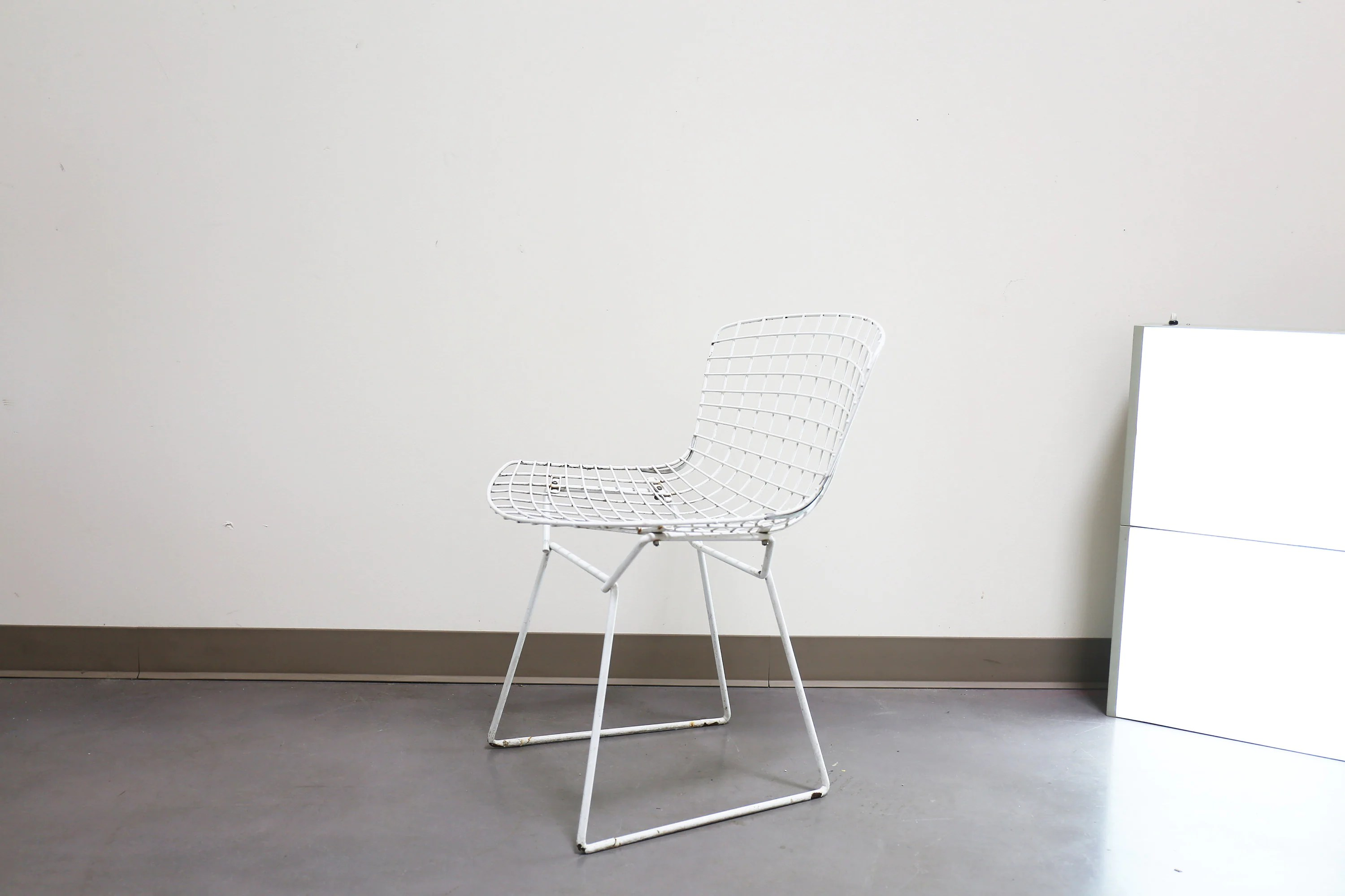 bertoia wire chair original office arms knoll white enamel