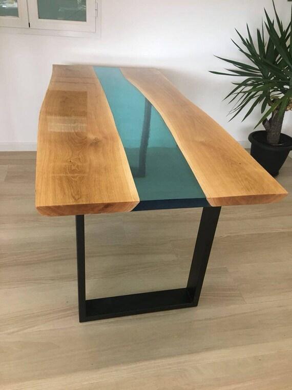 Tavolo da pranzo in legno e resina epossidica atossica di