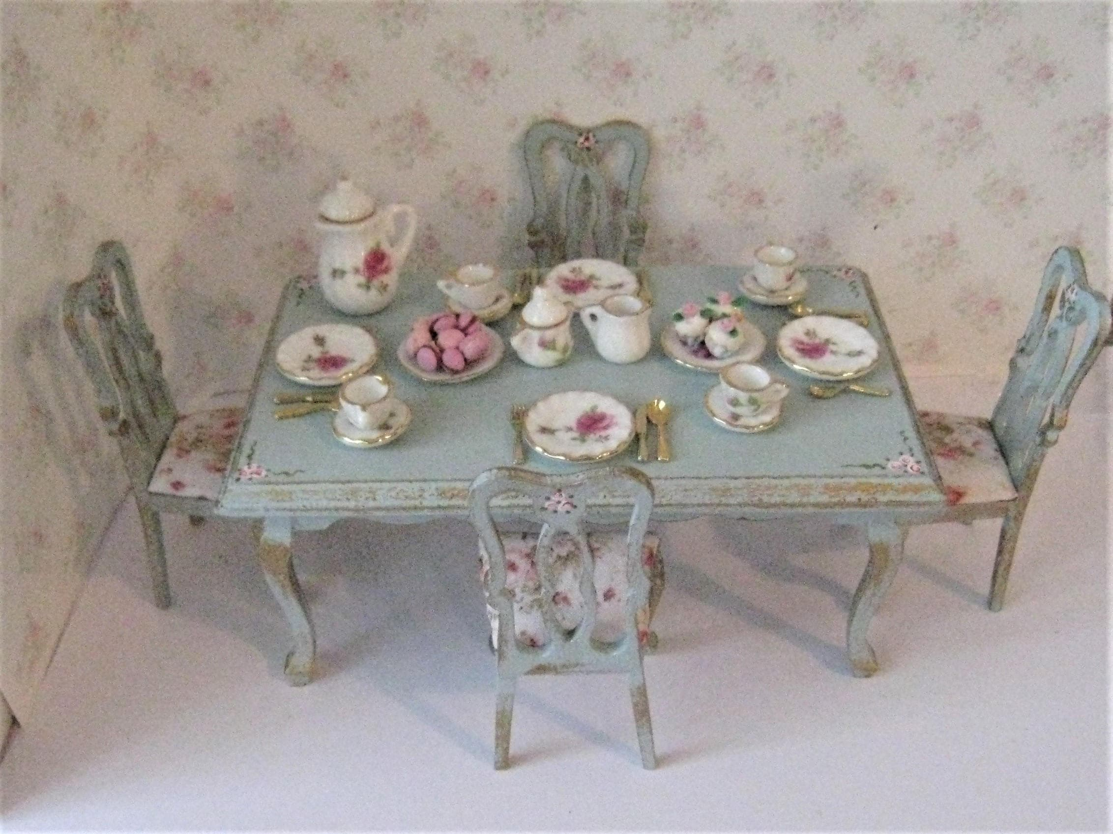 loose covers for queen anne chairs ikea tobias chair review dollhouse table style set dishes