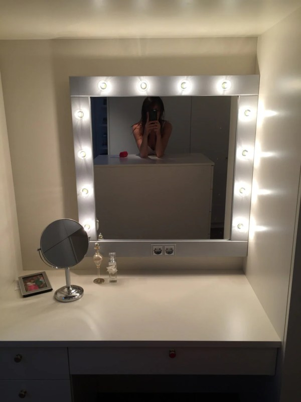 Make Mirror With Lights Vanity In Colors