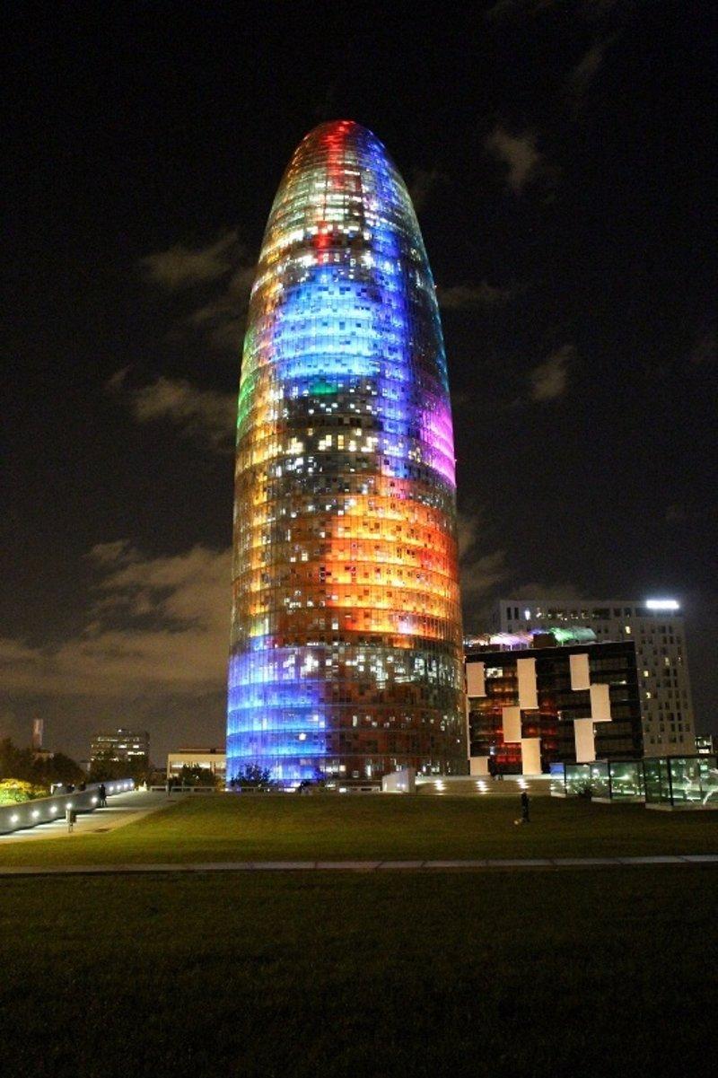 La Torre Agbar se convertir en un rbol de Navidad estas