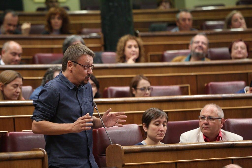 "The former catalan regional premier, carles puigdemont, was arrested on thursday in sardinia (italy). Domènech critica el discurso de Puigdemont: ""Salir para no"