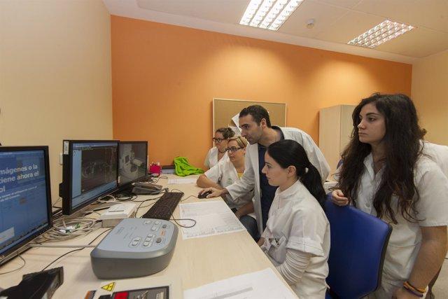 Resultado de imagen de El Virgen del Rocío implanta la braquiterapia virtual para ofrecer opción a pacientes con cáncer no operables
