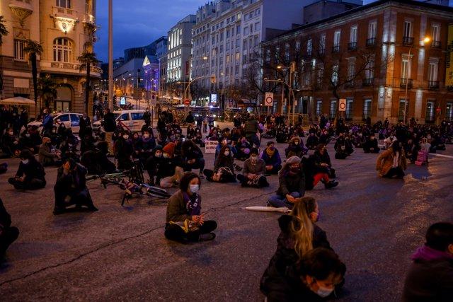 Varias mujeres participan en una concentración feminista con motivo del Día Internacional de la Mujer en la Plaza de Neptuno, en Madrid (España), a 8 de marzo de 2021.