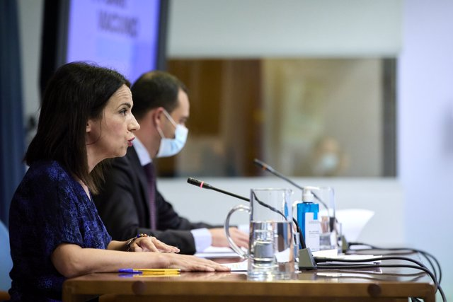 La secretaria de Estado de Sanidad, Silvia Calzón, interviene junto al secretario general de Salud Digital, Información e Innovación del Ministerio de Sanidad, Alfredo González