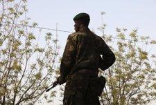 Un Soldado De Malí De Guardia