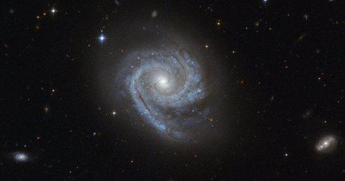 galaxia dentro de otra
