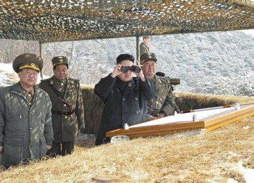 Kim Jong-Un presencia maniobras militares en Corea del Norte