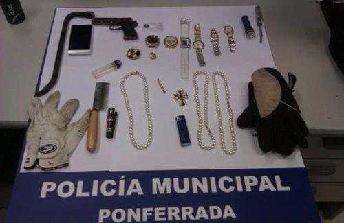Artículos incautados al hombre detenido en Ponferrada