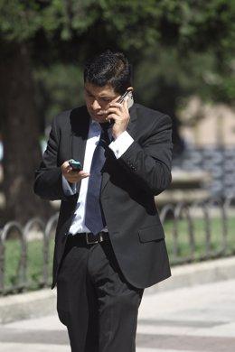 Recursos de gente hablando por el móvil, móviles, teléfonos