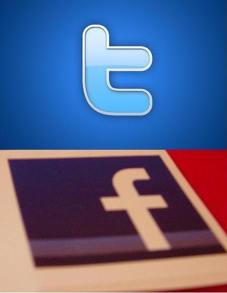 Foto: FACEBOOK VS TWITTER