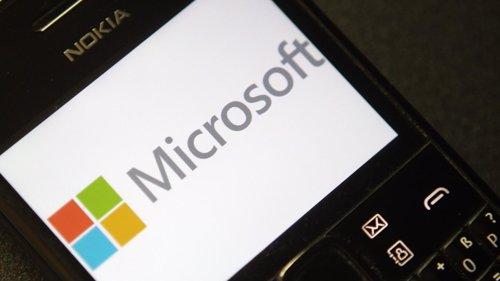 El logo de Microsoft en un teléfono de Nokia en Viena, sep 3 2013