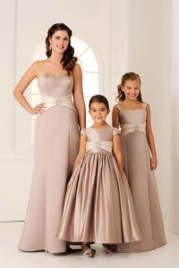 Differences Betweeen Bridesmaid and Flower Girl ...