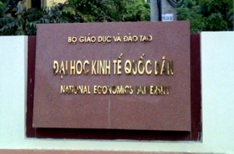sinh-vien-dai-hoc-kinh-te-buc-xuc-vi-hoc-phi-tang