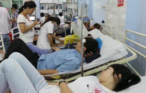 Bệnh nhân cấp cứu tại Bệnh viện Quận Thủ Đức. Ảnh: T.P
