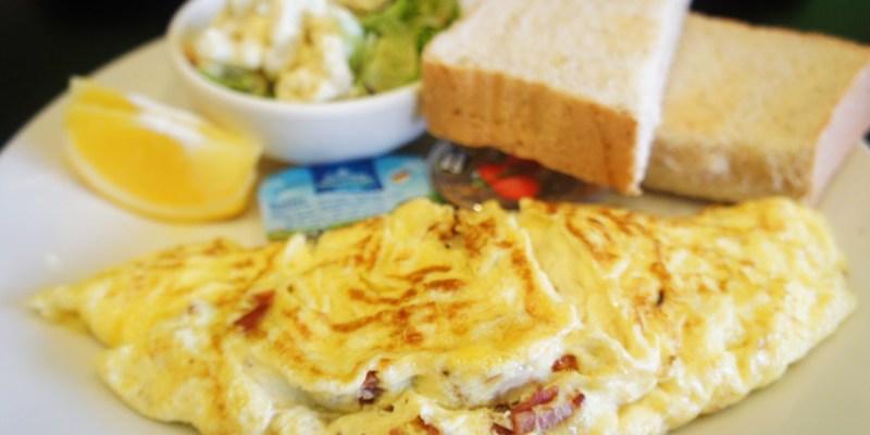 台中早午餐|迴柑橙Orangery Cafe~房子裡有樹的餐廳  清爽簡約早午餐  提供插座和wifi