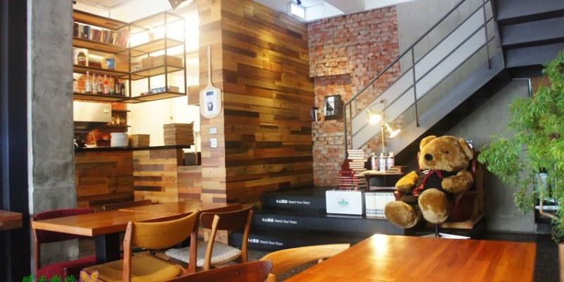 北區早午餐|熊抱尼克Naked Café 5~尼克咖啡五號店 優質大器早午餐 書香木香紅磚瓦 近中友百貨、中山堂、中國附醫