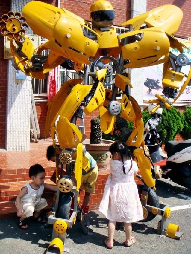 20180912232553 55 - 超酷!在台中街頭遇見變形金剛~廢鐵打造的酷炫柯博文和大黃蜂!