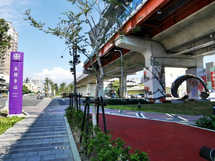 台中鐵路高架捷運化~挺藝術的「五權車站」 南來北往通勤很方便