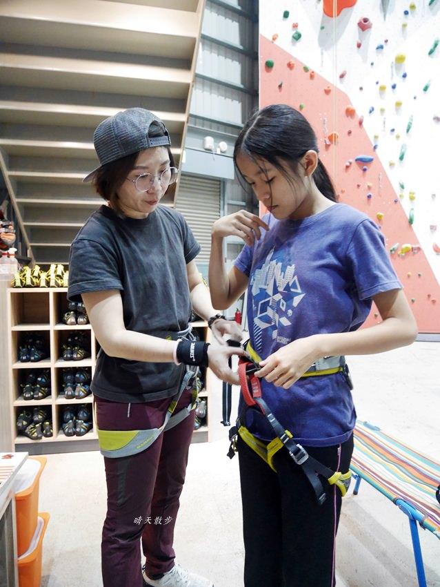 20190102155814 84 - 熱血採訪|第一次親子攀岩體驗就上手,台中約200坪空間的Dapro室內攀岩場