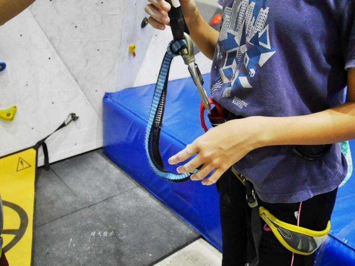 20190105135650 19 - 熱血採訪|第一次親子攀岩體驗就上手,台中約200坪空間的Dapro室內攀岩場