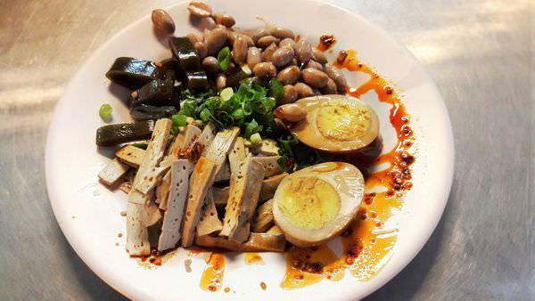 【台南市-安平區】滕家傳統冰鎮滷味陽春麵  好吃的魯味與麻醬麵