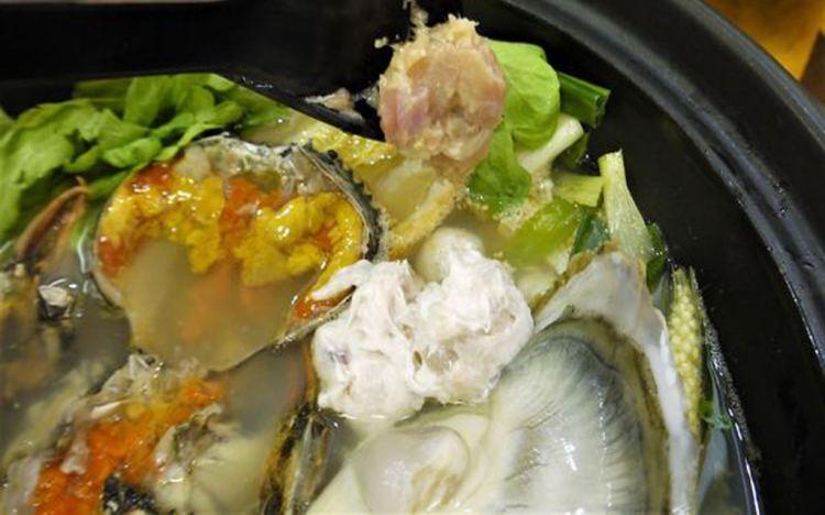 【台南市-安平區】每日採買的新鮮海產及手工製作的各式火鍋料,再來杯大禹嶺&杉林溪的混合春茶~『井.煲仔沙茶爐』讓火鍋吃的超有滋味٩(♡ε♡ )۶