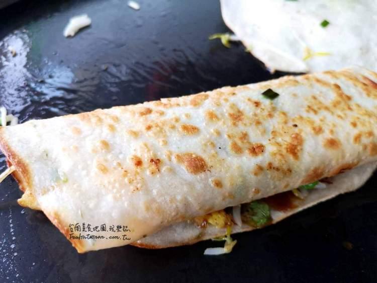 【台南-安南區美食】只賣一樣一賣就是數十年,烙餅加四種蔬菜只賣25元,有夠便宜