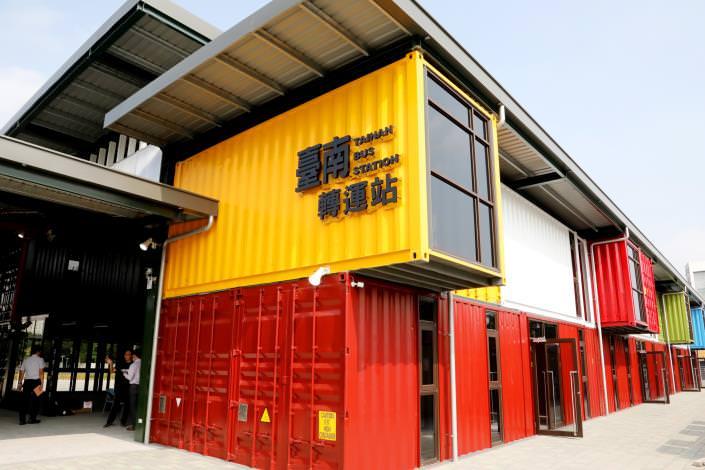 台南北區景點︱用彩色貨櫃堆疊入圍世界建築獎的台灣之光-台南轉運站,將於108年年底試營運啦!