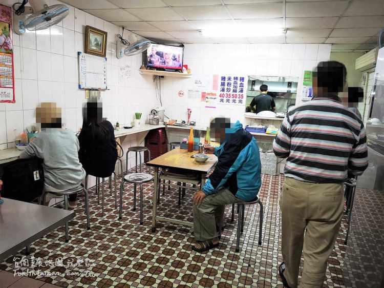 台南中西區美食︱從路邊攤到店面的30年古早味老店小吃,隱密在不起眼的巷弄裡,只賣米粉炒和豬血湯~