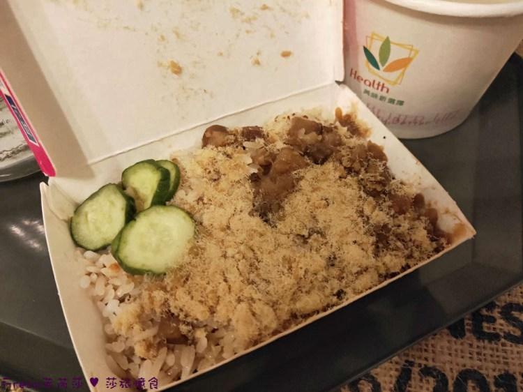 台南中西區美食》戽斗米糕│神農街附近熱鬧小店.米糕四神湯充滿台南味