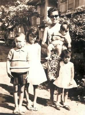 Esther Calleja Peñas and her kids in 1968.  From left, Marlon, Maria Sarah, Maria Pilar and Maria Gregoria.