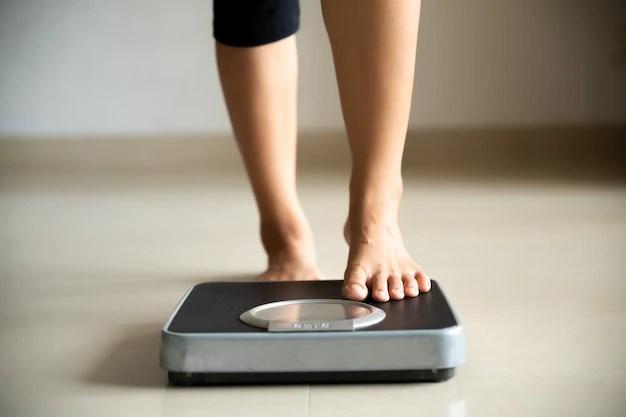 perna-feminina-pisando-em-balancas-estilo-de-vida-saudavel-comida-e-conceito-de-esporte_53476-3966 Emagrecer Urgente? Veja nossas dicas!