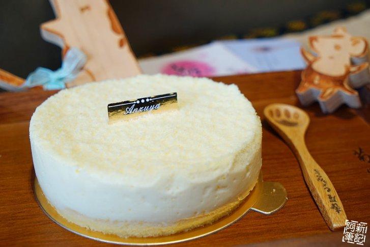 DSC08331 - 【熱血採訪】杏屋乳酪蛋糕|中秋月餅新創意,外層巧克力、內餡有蔓越莓、麻糬、鹹蛋黃等等,鹹甜、鹹甜好衝擊味蕾,好吃~