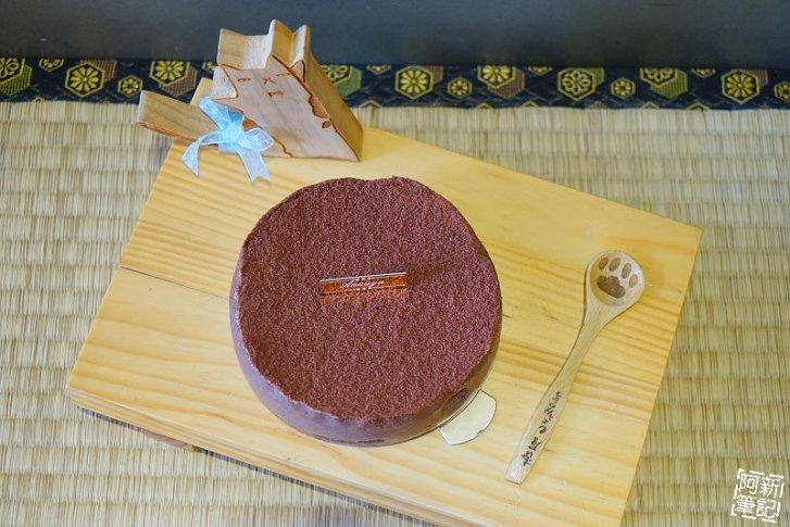 DSC08391 - 【熱血採訪】杏屋乳酪蛋糕|中秋月餅新創意,外層巧克力、內餡有蔓越莓、麻糬、鹹蛋黃等等,鹹甜、鹹甜好衝擊味蕾,好吃~
