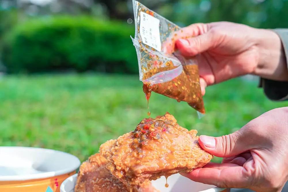 六星炸雞 |臺中人氣炸雞店出新口味!一次雙淋醬,還有滿滿肉汁超過癮~