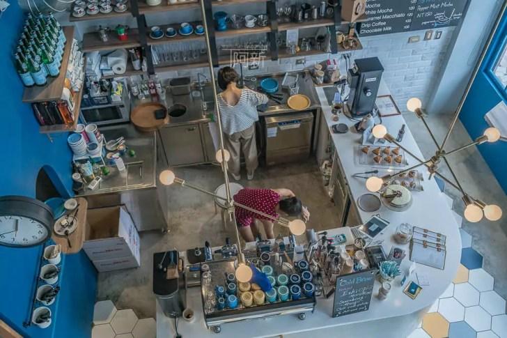 DSC06879 - Pluto Espressoria|台中南屯咖啡館,深藍色系搭寬敞空間,工業風環境超好拍。